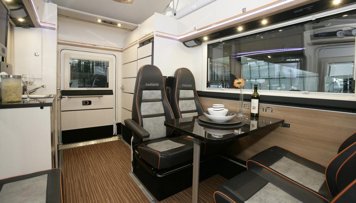 campingbus kastenwagen welchen komfort f r vier personen auf der r cksitzbank sitzbank oder. Black Bedroom Furniture Sets. Home Design Ideas